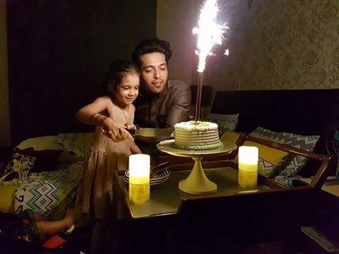 Fahad Mustafa Celebrates His Birthday in Jeeto Pakistan ALong with His Family