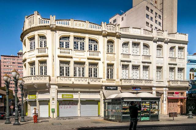 prédio na Rua XV de Novembro 98
