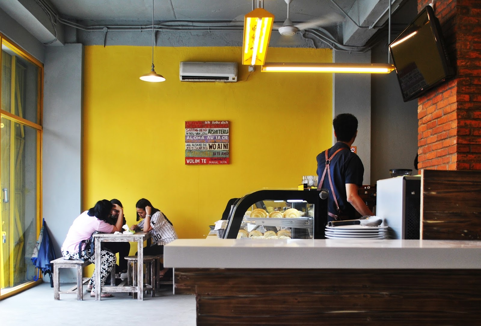 Yellow Truck Coffee - Depok : Nongki ala Mahasiswa - Interior 1