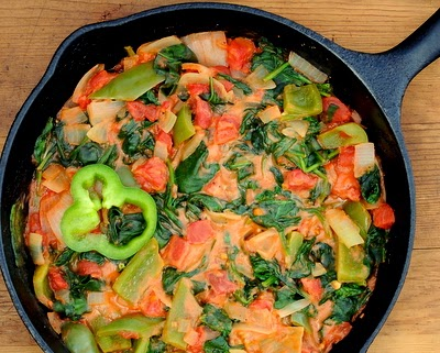African Pepper, Tomato & Spinach Stew, just 5 ingredients, 15 minutes and 4 Weight Watchers points. Vegan too!