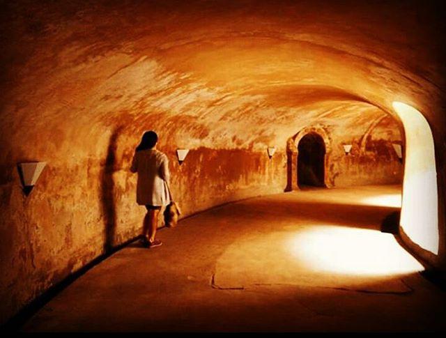 foto lorong bawah tanah di taman sari