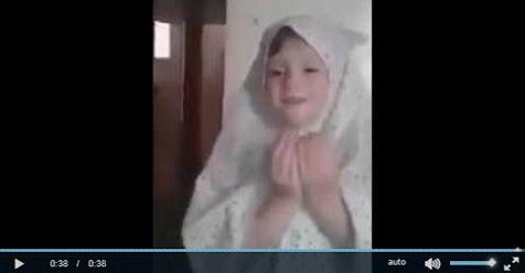 Gadis Suriah Ini Selamat Dari Serangan Bom Usai Membaca Doa Bersama Ayahnya (Video)