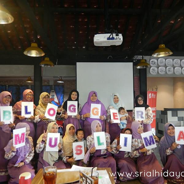 Blogger Muslimah Meet Up Bandung, Merangkai Puzzle Cerita Hingga Menulis Semesta