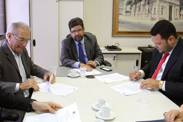 Prefeituras de Delmiro Gouveia, Palmeira dos Índios e Japaratinga aderem ao 'Moradia Legal'