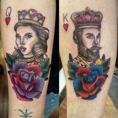 Renkli iskambil kağıdı simgesi kız ve papaz dövmesi