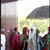 Lady Slumped On Seeing The Emir Of Kano, Mahammadu Sunusi II