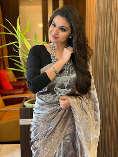 Keerthy Suresh in Saree for Opening of Happi Mobile Store in Guntur 2