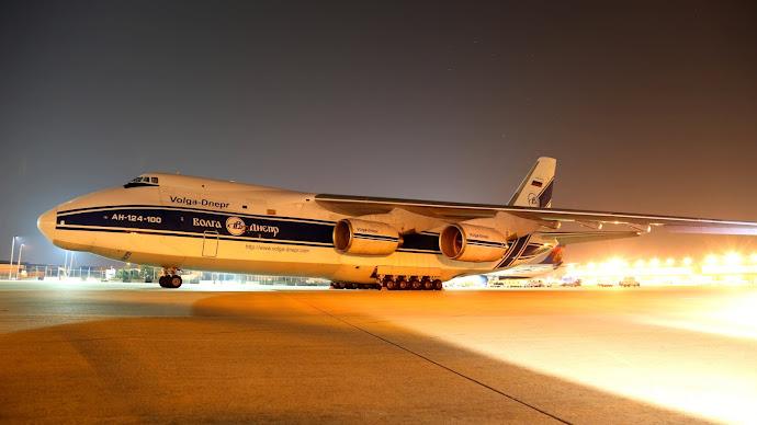 Wallpaper: Antonov An-124 in Airport