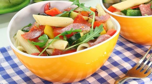 Salade De Pennes Tomates Chorizo Et Oignons Frais