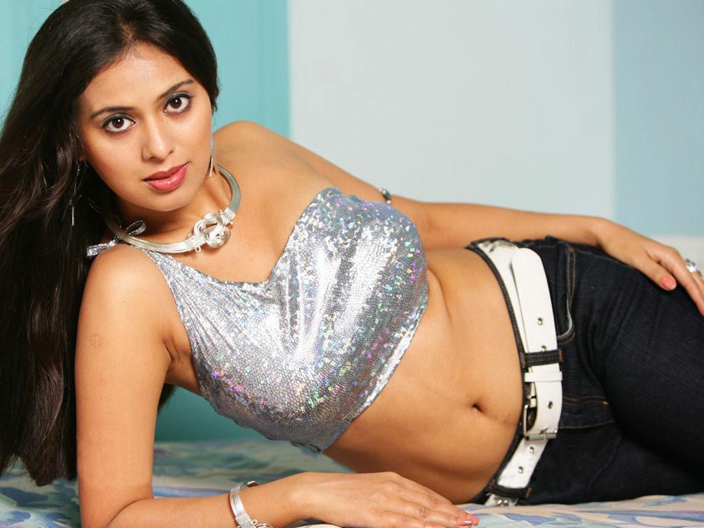 Safe answer Actress hot boob show
