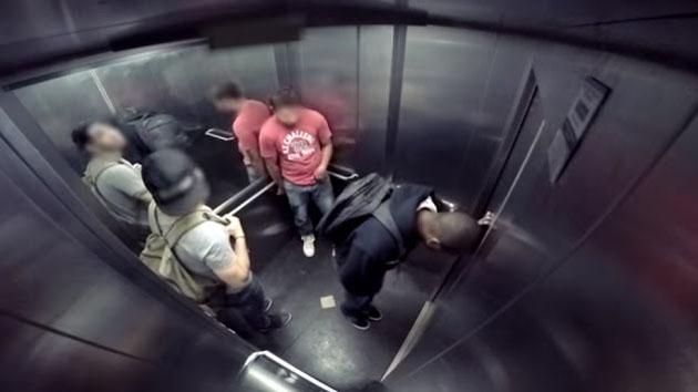 Video: Inilah Aksi Pengguna Lift Mengerjai Orang yang Kebelet Buang Air Besar
