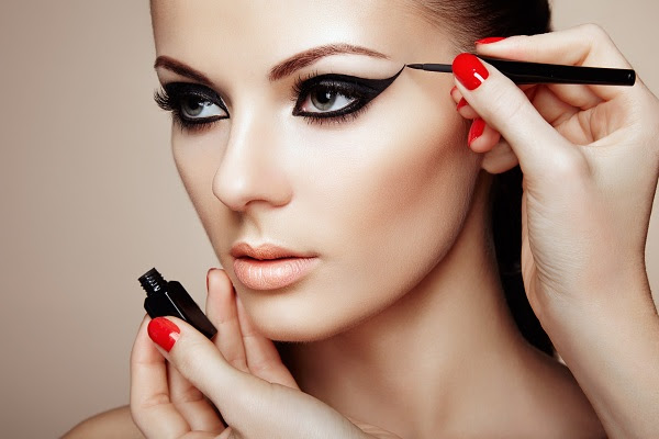Publi:Conheça as vantagens da maquiagem HD