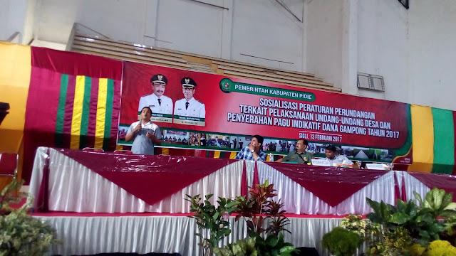 Muhammad Dahlan Gantoe atau akrab sapa Jans sedang memberikan materi presentasi