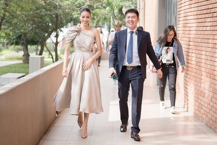 Hoa hậu Phạm Hương khoe vai trần nuột nà, đẹp kiêu sa tại sự kiện