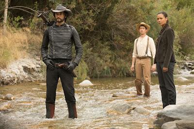Rodrigo Santoro (interpreta Hector Escaton), Simon Quarterman (interpreta Lee Sizemore) e Thandie Newton (interpreta Maeve).Crédito John P. Johnson