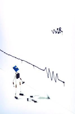 Robot hecho con circuitos de radio