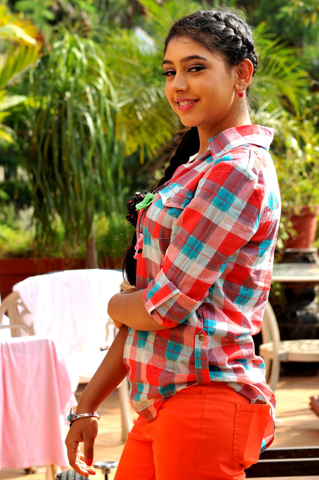 simple and sober Niti taylor from pelli pustakam cute HQ photos