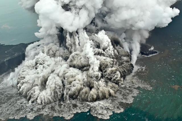 Longsor Gunung Anak Krakatau Diperkirakan Seluas 64 Hektare