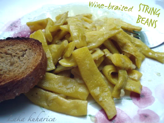 Wine-braised string beans by Laka kuharica: light, simple and nutritious meal ideal for scorching summer days.