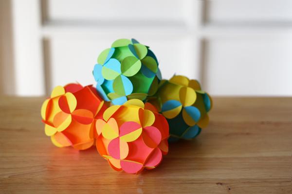 craft maniacs 3d paper ball ornament. Black Bedroom Furniture Sets. Home Design Ideas