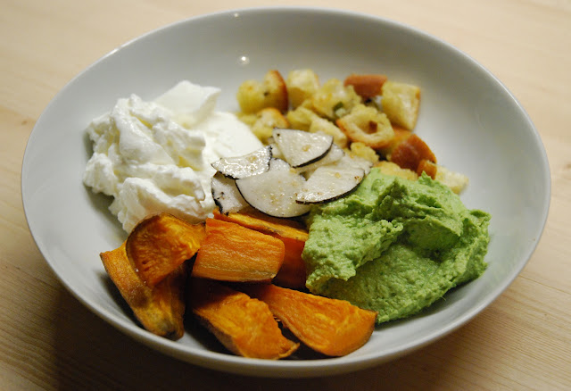 Buddha bowl patate douce-radis noir-houmous vert-croûtons-cébettes