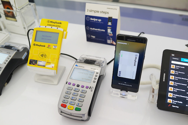 3 Simple Steps to use Samsung pay with your Maybank Cards