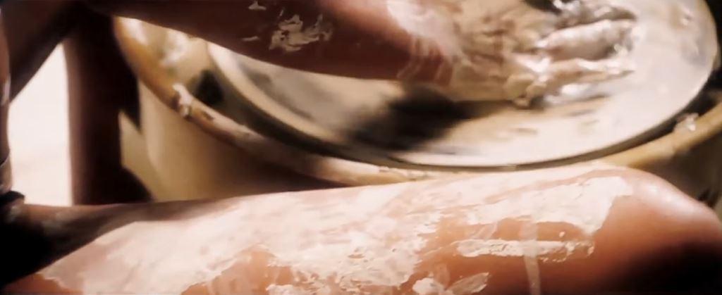 Irina Shayk, incinta nella pubblicità con scena in stile Ghost, il film - Calendario natalizio e nuova collezione intimo