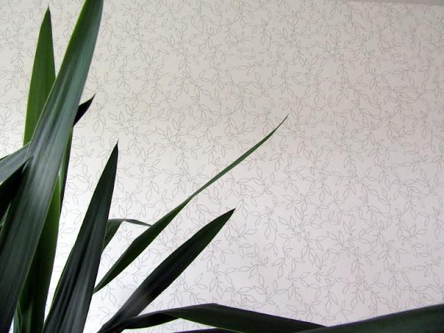 tapeta biała w listki