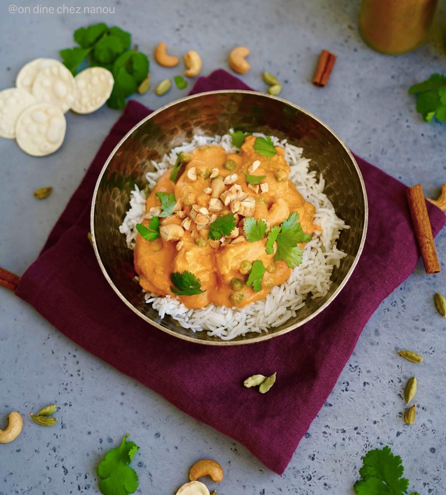 poulet , épices ,garam masala , curcuma , noix de cajou , sauce crémeuse