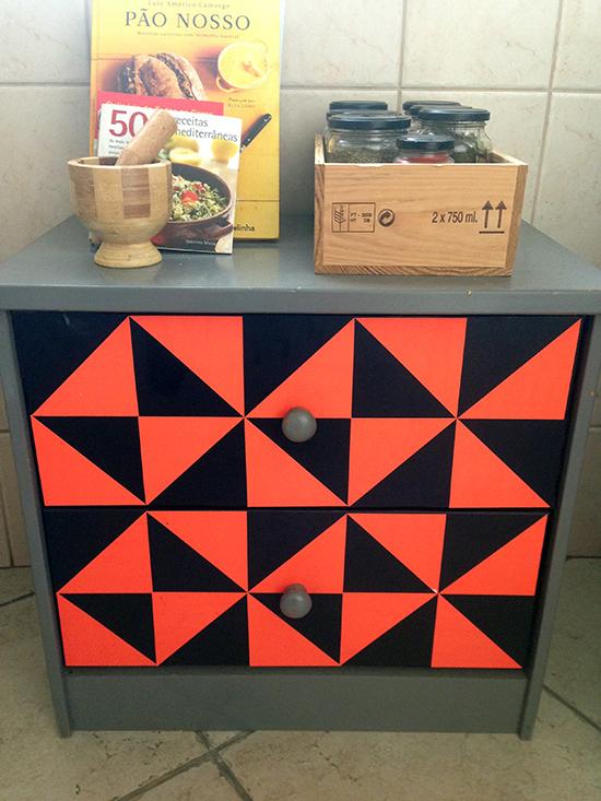 movel geometrico, movel com pintura geométrica, faça você mesmo, diy, movel colorido, colorir cômoda, a casa eh sua, acasaehsua
