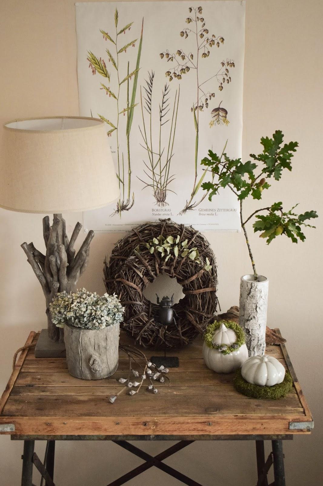 Deko Herbst für Konsole und Sideboard mit Eicheln. Herbstdeko Dekoidee Wohnzimmer Dekoration eiche eicheln botanisch natuerlich dekorieren kränze
