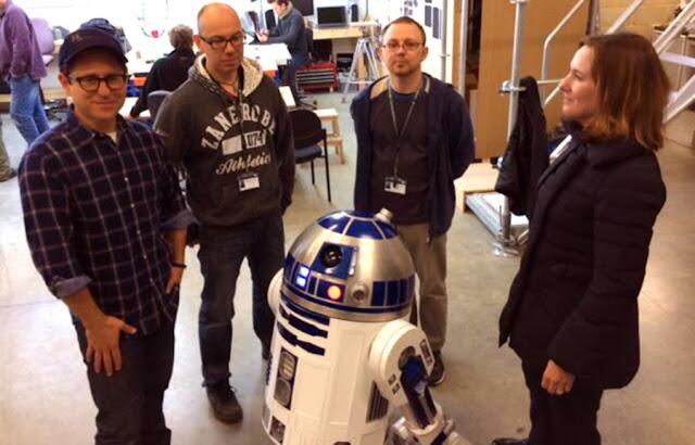 J.J. Abrams, Kathleen Kennedy şi Lawrence Kasdan pe platourile de lucru pentru Star Wars: Episode VII