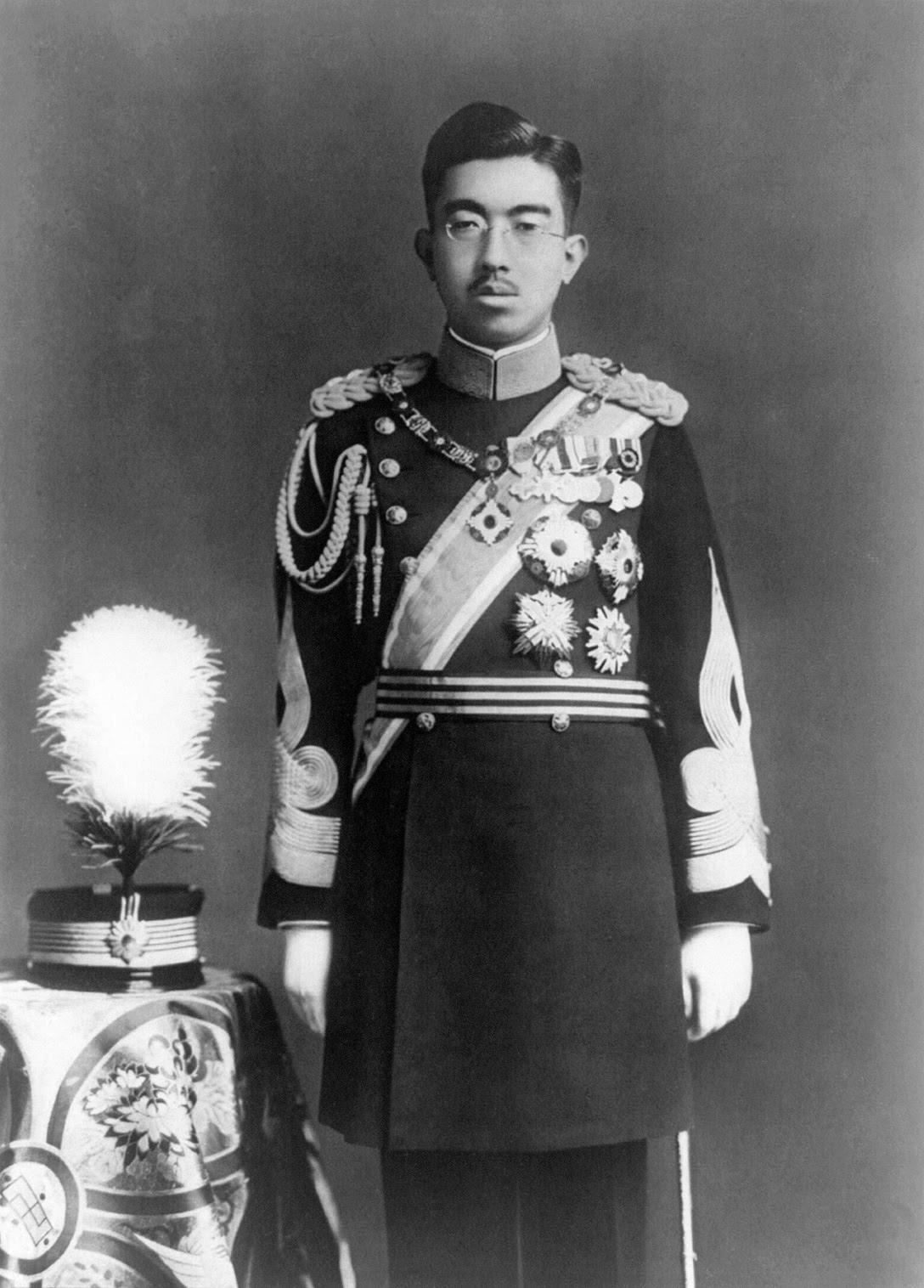 正装姿の昭和天皇