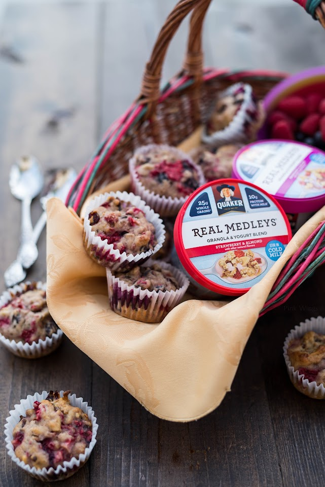 quaker real medleys yogurt, healthy breakfast muffin, fruit, strawberry, blueberry, raspberry