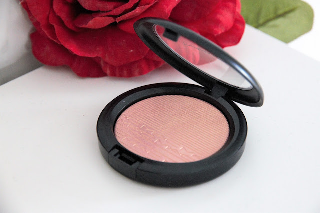 MAC EXTRA DIMENSION SKINFINISH HIGHLIGHTER IN BEAMING BLUSH