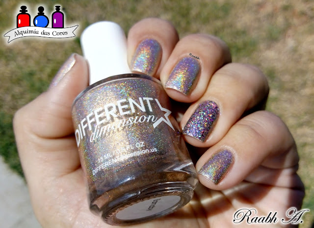 Different Dimension Barnaby, Coletivo 2018, Dourado, holográfico, glitter,
