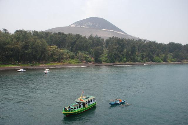 Wow..!! Indahnya Berwisata Gunung Krakatau Di Lampung, Please Share..!!