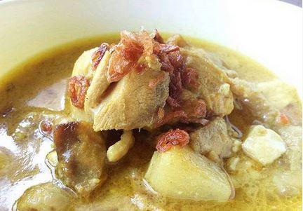 Olahan daging ayam pada umumnya hanya di goreng Resep Cara Membuat Kare Ayam Kentang Enak Sederhana