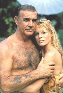 Sean Connery y Kim Basinger en 'Nunca digas nunca jamás' (1983)