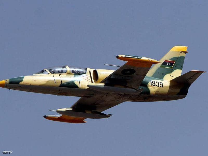 سقوط طائرة حربية للجيش الليبي جنوبي طرابلس