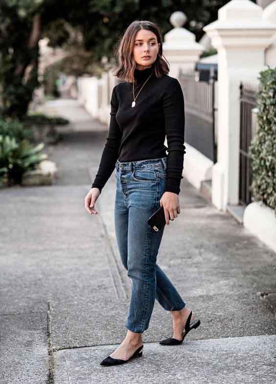 Blusa de gola alta preta e mom jeans