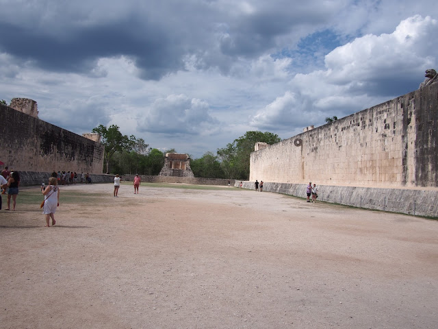 ball court Chichen Itza