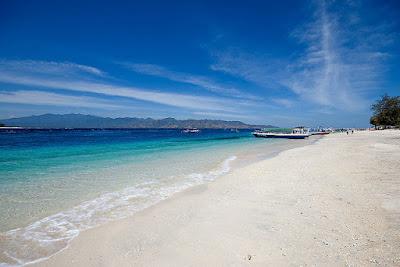 pantai di gili trawangan lombok