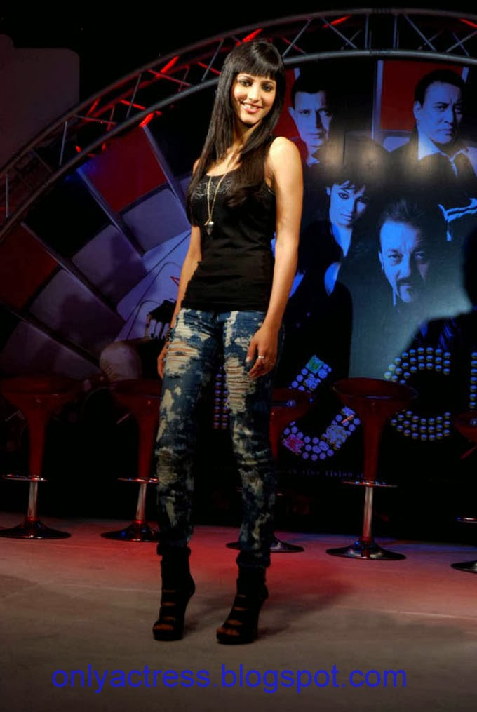 Sruthi Hasan Hot Singing At An Event  Biography And Hot -5985