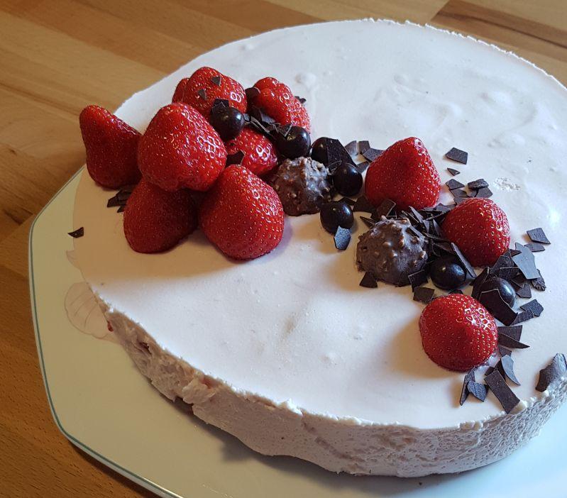 Geburtstagstorte: Erdbeer-Joghurt-Torte
