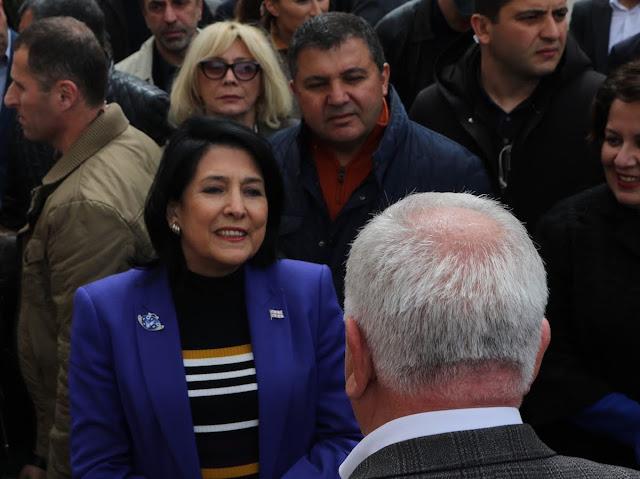 La presidente de Georgia visitó iglesia armenia Akhalkalaki