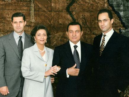 صورة| شاهد حسني مبارك وعائلته قبل 35 سنة .. استعدوا  للصدمة!
