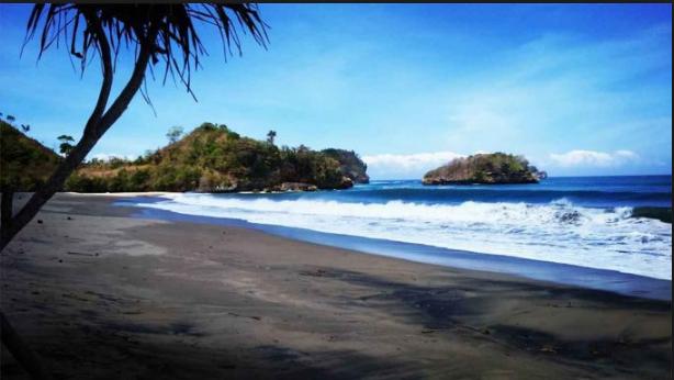20 Tempat Wisata Malang Kota Terbaru Terfavorit Anti Mainstream  Pantai Bajul Mati