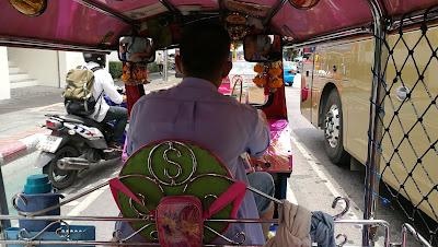 El tuk tuk es uno de los trasportes más usados en Bangkok
