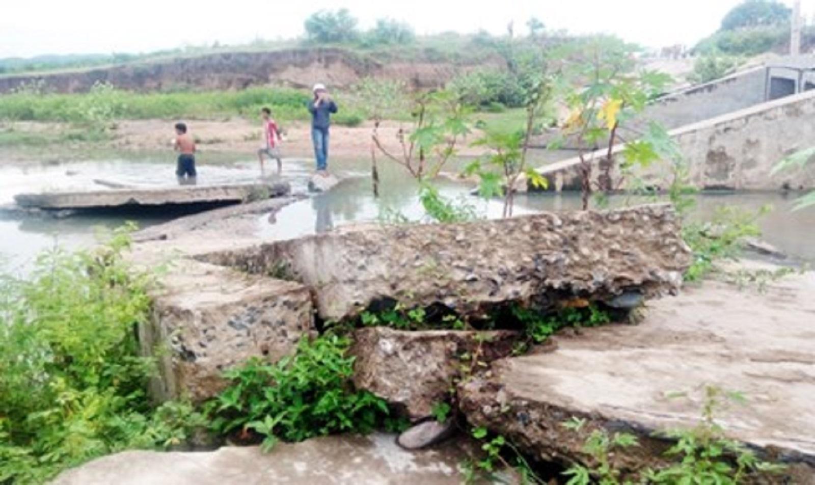Gia Lai: Cống tiền tỷ bị nước cuốn trôi, phơi lộ bê tông không cốt sắt